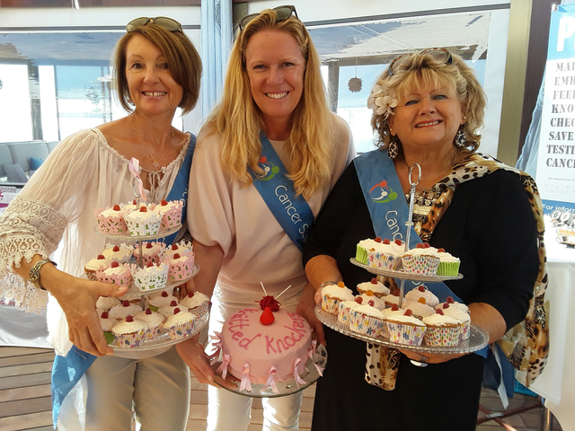 Knitted knocker cakes for womans day