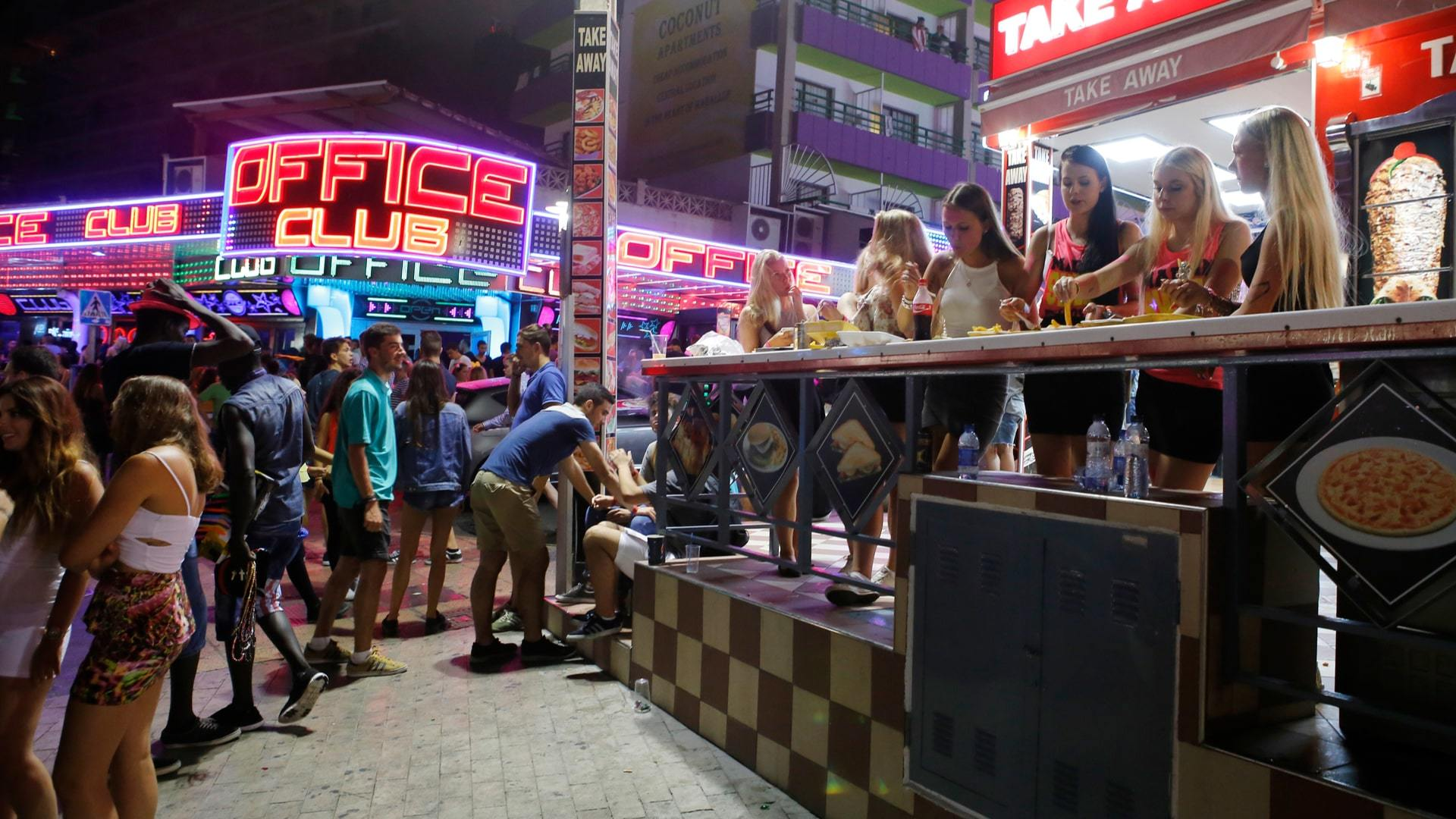 Magaluf night life min