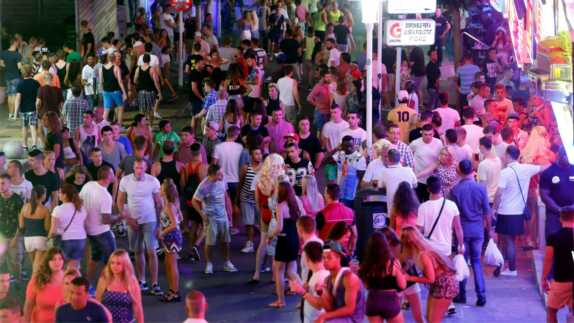 Magaluf party min