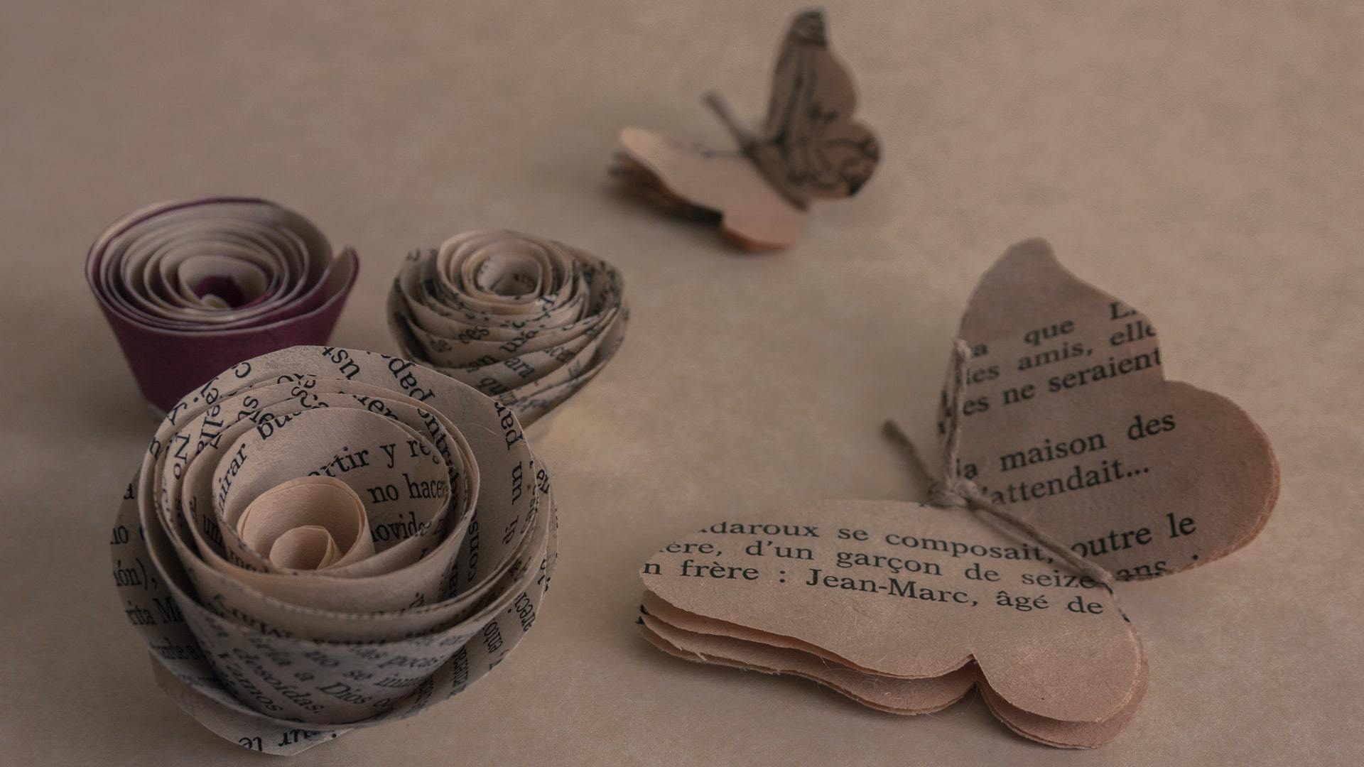 Newspaper butterfly crafts Mallorca min