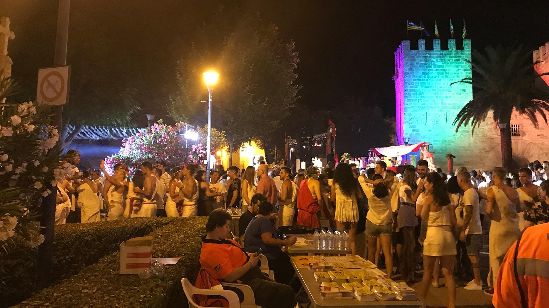 Port Alcudia fiesta by Zoe min