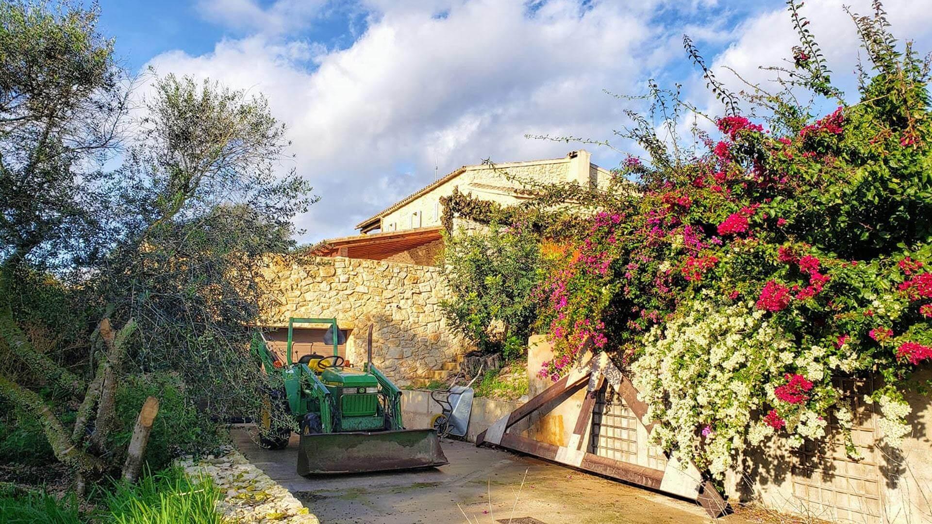 Solysia solar pannels Mallorca propoerty work min