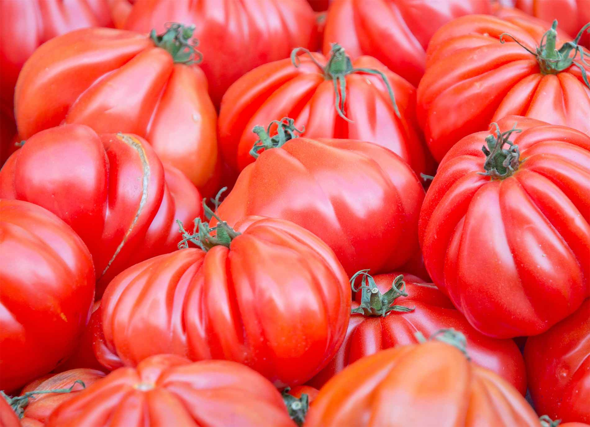 Tomatoes Market 1