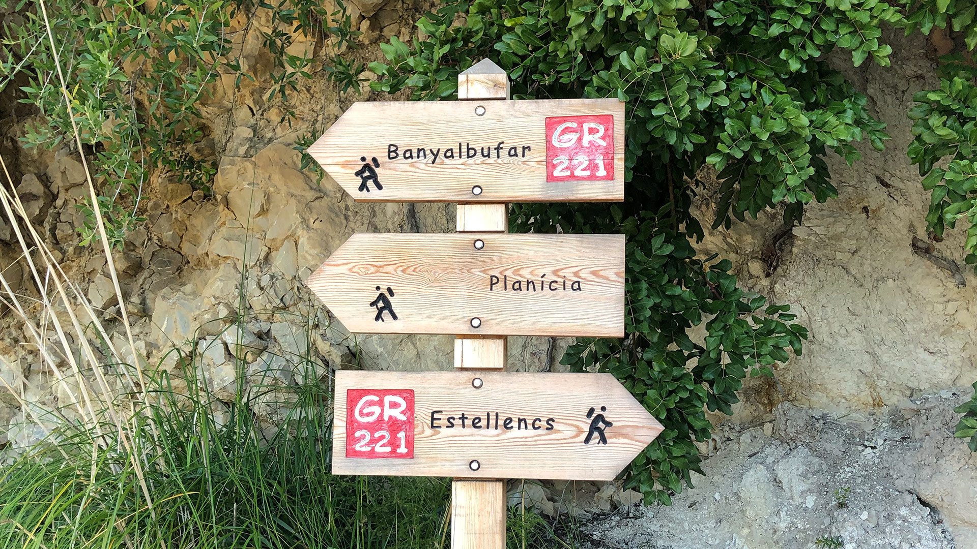 Hike signs GR221 Estellencs Banyalbufar photo Adele Chretien