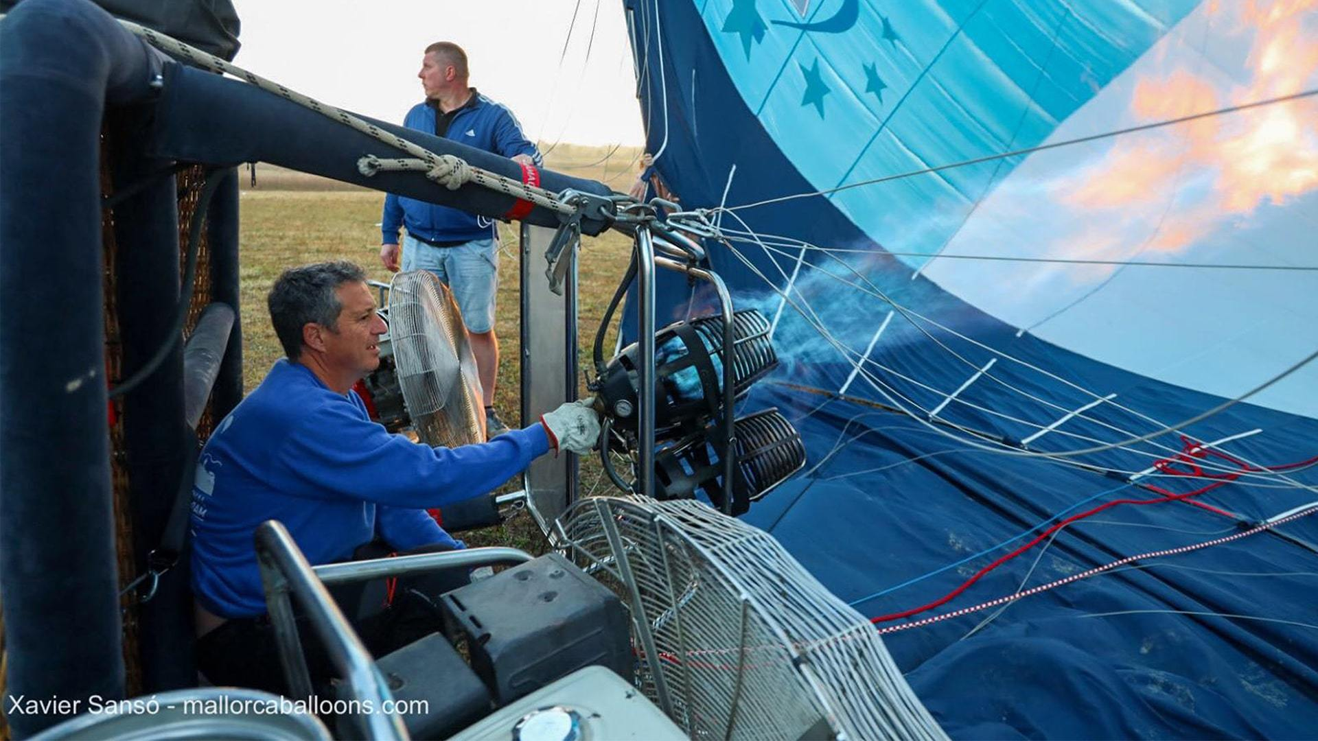 Hot air balloon getting ready mallorca championships min