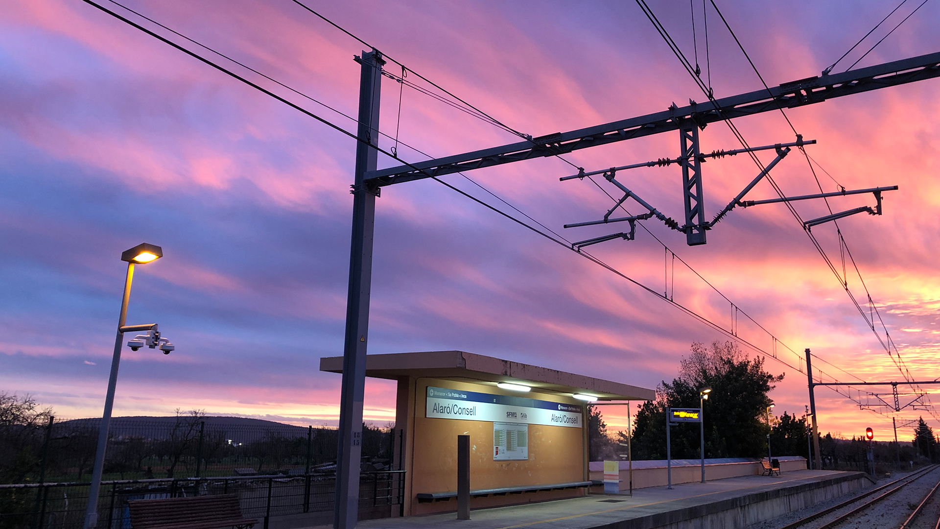 Sunset autumn train station Photo Adele Chretien