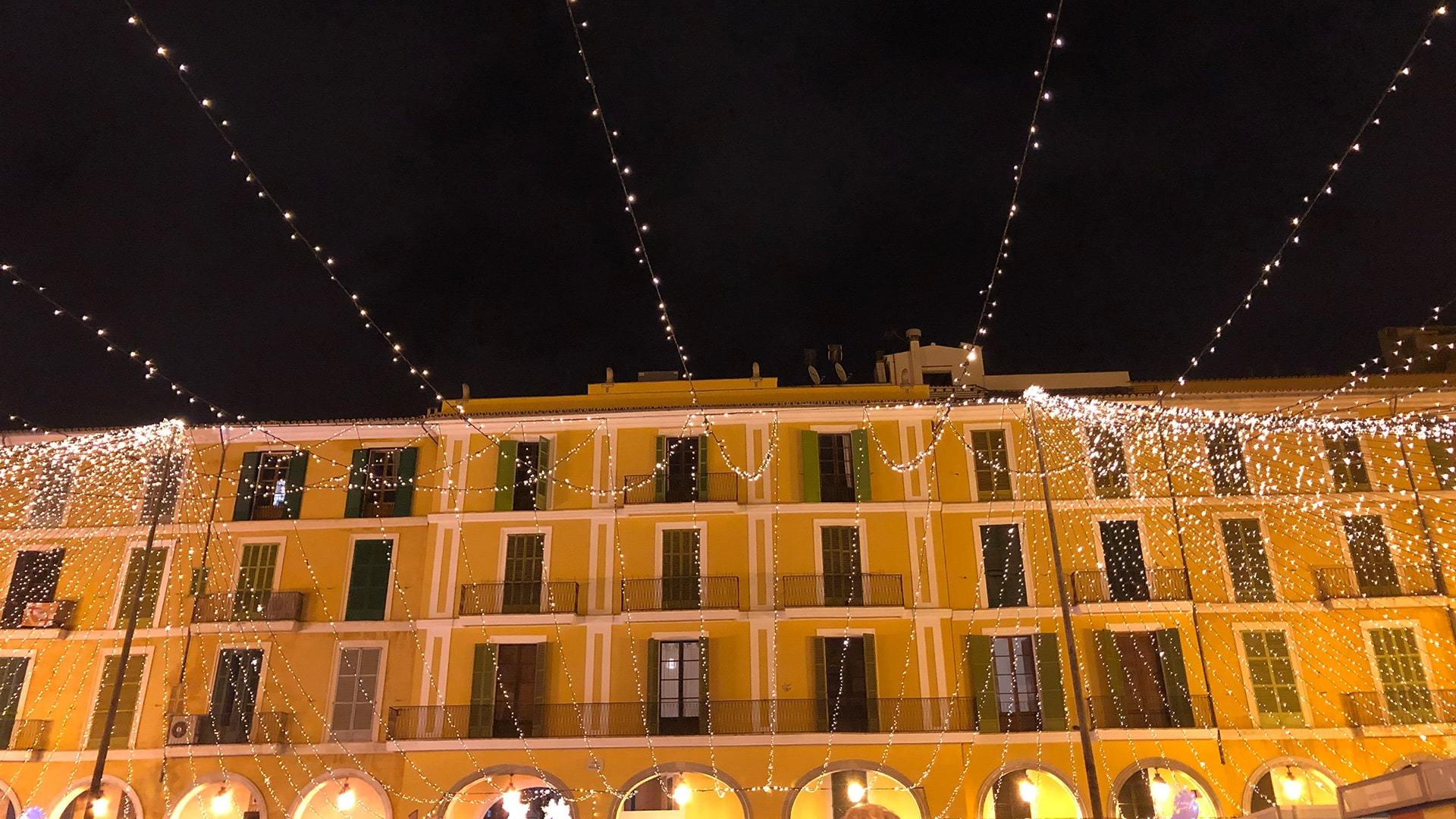 Xmas lights plaza mayor palma de mallorca min